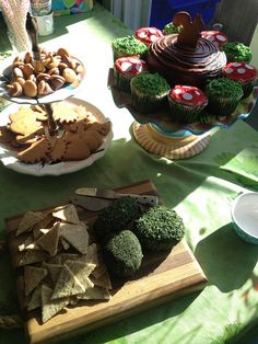 Woodland Party Food! by teacherchaney, via Flickr moss (herb covered) cheese with crackers. Grass cupcakes, acorn chocolates.