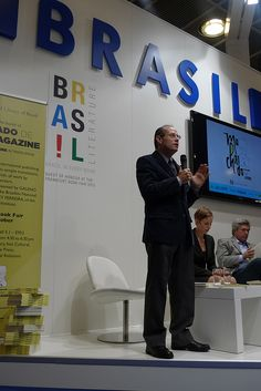 Presentation of the Machado-de-Assis-Magazine.