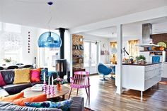 Fun, colorful space! Wish I was gutsy enough to decorate like this.