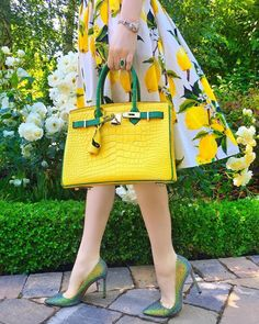 Pretty Pieces You Gotta Have for Preppy Outfits 1 – Online Women Magazine Fashion Mode, Fashion Bags, Love Fashion, Fashion Outfits, Womens Fashion, Fashion Trends, Style Fashion, Beautiful Bags, Beautiful Shoes