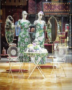 """DOLCE&GABBANA, 5th Avenue, New York, """"I never look in the mirror darling, it distracts from the now"""", pinned by Ton van der Veer"""