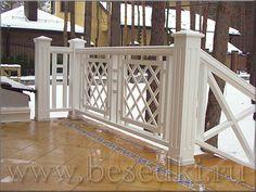 деревянные ограждения балкона.
