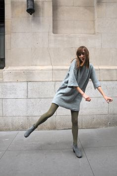 this wool tunic is so cute Green Tights, Looks Style, My Style, Expensive Dresses, Soulja Boy, Gray Skirt, Wool Dress, Winter Looks, Pos