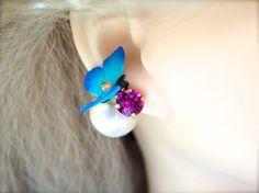蝶のピアスが出来ました** トレンドのビッグサイズのパールとスワロフスキーにとまった蝶のデザインが春から夏にオススメのピアスです パーティーや特別な日のコーデ...|ハンドメイド、手作り、手仕事品の通販・販売・購入ならCreema。