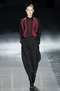 Issey Miyake | Fall 2016 Ready-to-Wear | 17 Red long sleeve shirt and black cropped trousers