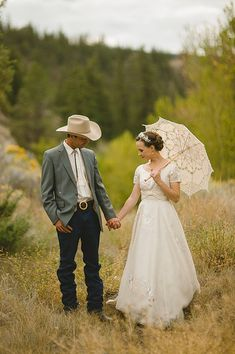An Original Silk 1950s Vintage Gown For A Canadian Horse Ranch Wedding