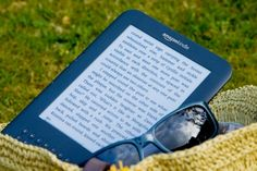 E-readers on a picnic
