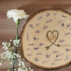 Originelles Gästebuch | Baumscheibe zur Hochzeit mit GravurGrößen: 25 cmPersonalisierung: Mit
