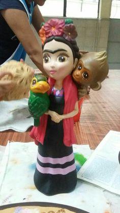 Frida. Cerámica pintada a mano