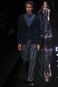Emporio Armani Fall 2017 Ready-to-Wear Fashion Show - Sofyen Yubi