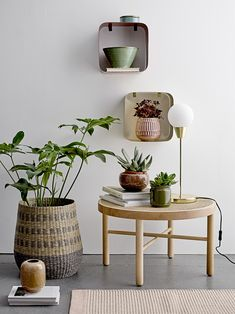 Designed with an earthy tone with spots of white, this stoneware vase brings about a new, streamlined design that will set a clean and modern backdrop for your greenery. Etagere Bookcase, Bookcase Shelves, Deco Table Pas Cher, Cane Furniture, Furniture Design, Touch Of Gold, Decoration Table, Flower Pots, Stoneware