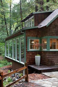 The Ultimate Creekside Cabin, Northern California Edition - Gardenista Exterior Siding Colors, Design Exterior, House Paint Exterior, Rustic Exterior, Exterior Windows, Exterior Trim, Green Siding, Cottage Exterior, Cabin In The Woods