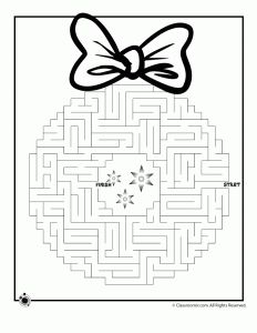 Christmas Wreath Maze 1, Would be    cute placemats to put on the kids table for Christmas