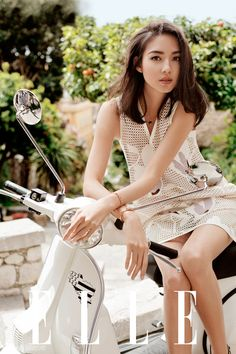 Zhang Zilin looks like she's having a fantastic summer in this new photoshoot for Elle (for those of you who don't know: she's the first Miss World from mainland China, and is now an actress). Look below the cut for more pictures. Vespa Girl, Scooter Girl, Px 125 Vespa, Motard Sexy, Girl Fashion, Asian Fashion, Bicycle Girl, Pinterest Fashion, Biker Girl