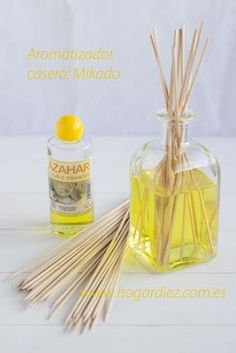 Aromatizador casero: Mikado Más ✫♦๏༺✿༻☼๏♥๏花✨✿写☆☀🌸✨🌿✤❀ ‿❀🎄✫🍃🌹🍃❁~⊱✿ღ~❥༺✿༻🌺☘‿SA Mar ♥⛩⚘☮️ ❋ Clear Ornaments, Diy Christmas Ornaments, Rose Essential Oil, Home Spa, House Smells, Jar Lids, Glass Containers, Bath Salts, Clean House