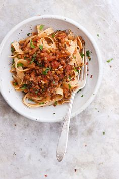 Tagliatelle with Lentil Mushroom Bolognese Sauce | A vegan lentil mushroom bolognese sauce that's hearty, plant-based and meat-free. A vegetarian bolognese sauce that's naturally gluten-free.