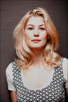 Rosamund Pike poster, mousepad, t-shirt, English Actresses, British Actresses, Hollywood Actresses, Actors & Actresses, Rosamund Pike, Ali Larter, Beautiful Actresses, Celebs, Hair Styles