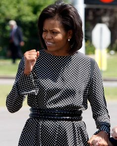 Michelle Obama talks to well-wishers after stepping off a plane at Centennial… Michelle Obama Fashion, Barack And Michelle, Obamas Family, Princes Fashion, Scammer Pictures, The Orator, Successful Women, Style And Grace, Dream Job