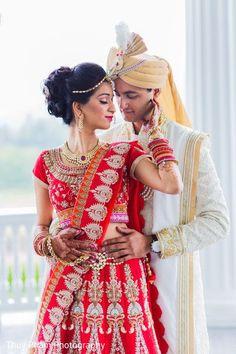 Wedding Photos Indian Couple Ideas For 2019 Indian Wedding Poses, Indian Bridal Photos, Indian Wedding Couple Photography, Wedding Picture Poses, Indian Wedding Outfits, Indian Bride Poses, Indian Wedding Receptions, Romantic Couples Photography, Couple Wedding Dress