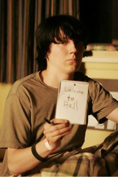 """To lost himself (his voice) to find himself. Dwayne played by Paul Dano in """"Little Miss Sunshine"""" Paul Dano, Little Miss Sunshine, Iconic Movies, Great Movies, Robert Pattinson, Movies Showing, Movies And Tv Shows, Sunshine Photos, Plus Tv"""