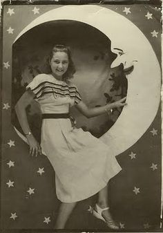wacky tacky: Profiles in Vintage: Get Out, Get Under the Paper Moon!