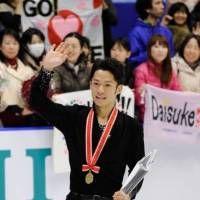 NHK杯フィギュア・男子フリーで演技する高橋大輔(札幌市の真駒内セキスイハイムアイスアリーナ)