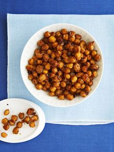 Indian-Spiced Roasted Chickpeas snack via Fitness magazine. 183 calories for cup serving. Healthy Low Calorie Snacks, Healthy Foods To Eat, Healthy Cooking, Bean Recipes, Snack Recipes, Cooking Recipes, Cooking Cake, Indian Food Recipes, Vegetarian Recipes