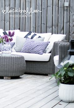 As I've already told you, I'm a sucker for minimalist and Scandinavian décor ideas, and if you like them too, I'd like to spoil you. Outdoor Furniture Sets, Outdoor Decor, Decor, Terrace Decor, Patio Inspiration, House Architecture Design, Outdoor Lounge, Home Decor, Outdoor Sofa
