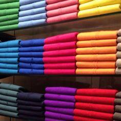 George Hogg 71, Rue du Bac 75007 Paris 01 45 44 00 12  beaux pulls à prix tout doux décline des pièces archi-basiques dans une tripotée de couleurs des pastels aux coloris péchus en passant par les incontournables (noir, blanc, gris). manches longues ou courtes, cols rond, V ou roulé.