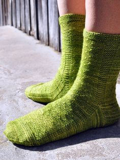 Flocked Sock by Sara Morris Flock Of Birds, Rose City, Garter Stitch, Flocking, Portfolio Design, Knitting Projects, Ravelry, Stitch Patterns, Socks