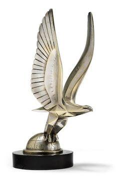 Mascotte « Aigle sur un globe  » par Casimir Brau, fabrication française, années 1920, At Auction - Paris 02 04 2016 - Estimate: US$ 2,200 - 3,300
