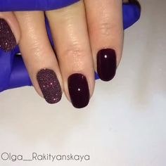 Here is a tutorial for an interesting Christmas nail art Silver glitter on a white background – a very elegant idea to welcome Christmas with style Decoration in a light garland for your Christmas nails Materials and tools needed: base… Continue Reading → Graduation Nails, Bright Red Nails, City Nails, Christmas Manicure, Red Nail Polish, Types Of Nails, Powder Nails, Bar Art, Fun Nails
