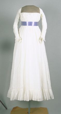 A circa 1795 chemise à la reine. The chemise à la reine was first popularized by Marie Antoinette, the 'reine' in question, in the 1780s. It was the forerunner the white dresses of the regency. http://yeoldefashion.tumblr.com/page/128