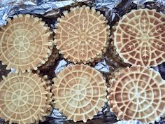 We're making delicious pizzelle up on the blog! Come see how to make this simple Italian cookie! 🍪 #italianfood