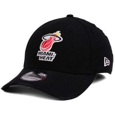 New Era Miami Heat Hardwood Classic Nights Six 39THIRTY Cap (406.755 IDR) ❤ liked on Polyvore featuring men's fashion, men's accessories, men's hats, red, mens caps and hats, mens red hats and mens fitted hats