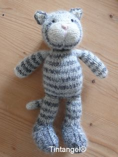Knitted Bunnies, Knitted Cat, Knitted Animals, Knitted Dolls, Knitting Paterns, Loom Knitting, Knitting Stitches, Knitting Projects, Sewing Projects