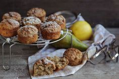 Freshly baked muffins with pear and apple Brunch, Cocoa Recipes, Chocolate Muffins, Freshly Baked, Baked Potato, Pear, Caramel, Apple, Fruit