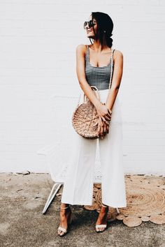 White culotte pants, wide leg pants, white pants, wicker bag, round wicker purse, summer look, summer outfit, summer casual style
