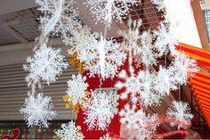2 комплекта Рождество Декорации для вечеринок и сад Белый снег Снежинки Орнаменты Один набор с 3шт / 1 комплект = 18 см / 25 см / 35 см