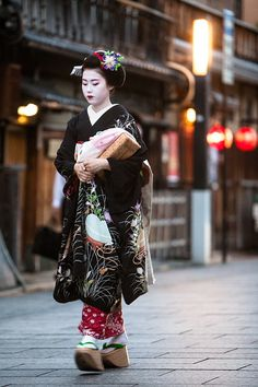 Maiko by R. Mariano on 500px