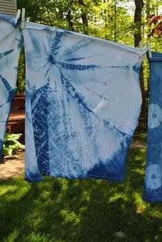 Mar 2020 - Photographs showing shibori tie dye folding techniques Tie Dye Folding Techniques, Shibori Techniques, Shibori Fabric, Shibori Tie Dye, Dyeing Fabric, Diy Tie Dye Shirts, Tie Dye Crafts, Japanese Textiles, How To Dye Fabric