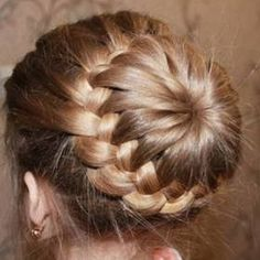 It is getting hot. You should do your hair up and create a bun for those who have long hair. This is a superb adorable thought to make a braided bun hairdo that Diy Braids, Cool Braids, Braids For Long Hair, Crochet Braids, Fishtail Bun, Braided Ponytail, Bun Braid, Twisted Bun, Braided Hairstyles Tutorials