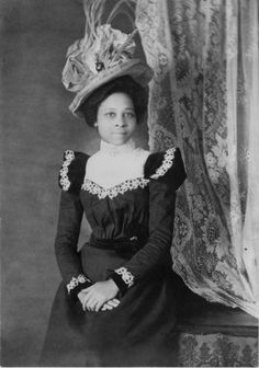 unhistorical: Victorian-era portraits of African-Americans, 1899 or from a collection assembled by W. Du Bois for the Exposition Nègres d'Amerique of Exposition Universelle. Library of Congress African American Hairstyles, African American Women, African Americans, Vintage Black Glamour, Vintage Beauty, Victorian Women, Victorian Fashion, Victorian Era, Victorian Photos