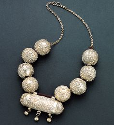 Yemen | Silver necklace from the early 20th century | Highlights the great mastery of the technique of granulation by Jewish goldsmiths, who migrated to Yemen and Ethiopia during the first diaspora.