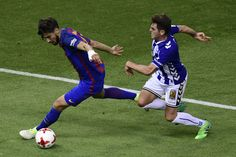 Barcelona's Portuguese midfielder Andre Gomes (L) vies with Deportivo Alaves' midfielder Ibai Gomez during the Spanish Copa del Rey (King's Cup) final football match FC Barcelona vs Deportivo Alaves at the Vicente Calderon stadium in Madrid on May 27, 2017. / AFP PHOTO / JAVIER SORIANO