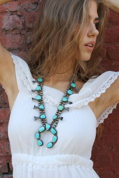 squash blossom necklace Squash Blossom Necklace, Southwestern Jewelry, Carrie Bradshaw, Beaded Necklace, Necklaces, Turquoise Jewelry, Boho Chic, Jewels, My Style