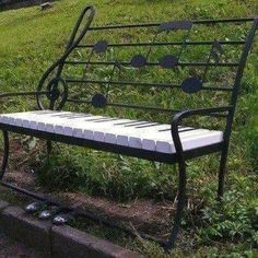 Piano Music Bench on which to sit down and relax Home Music, Art Music, Piano Music, Piano Keys, Piano Bench, Music Notes, Music Is Life, Musicals, Street Art