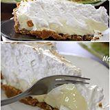 Ou talvez você prefira de 🍋 limão ao invés de torta de morango da foto anterior? nhamy nhamy 😀Para fazer a melhor torta de limão da vida, já sabe! No buscador do site digite TORTA DE LIMÃO e Bom Apetite! #torta#tortadoce #limao #tortadelimao #montaencanta