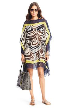 The Murray coverup is effortless and chic. This belted square kaftan mixes our marbled prints in scales and colors for the ultimate in poolside glamour. Falls to mid thigh. Fit is true to size.
