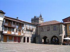 Praça de Santiago, Guimarães, Portugal. Author Manuel Anastacio. Licensed under the Creative Commons Attribution